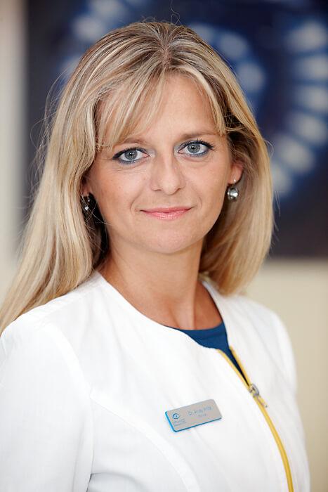 Dr. Árvay Anita