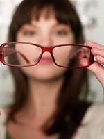 Miért bajlódna az olvasószemüveggel vagy a bifokális- multifokális szemüvegekkel?